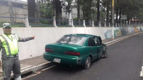 Vehículo permaneció abandonado siete días en calle principal de zona 5