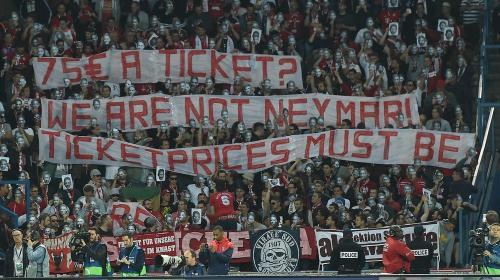 """""""No somos Neymar"""", aficionados del Bayern critican precios de entradas"""