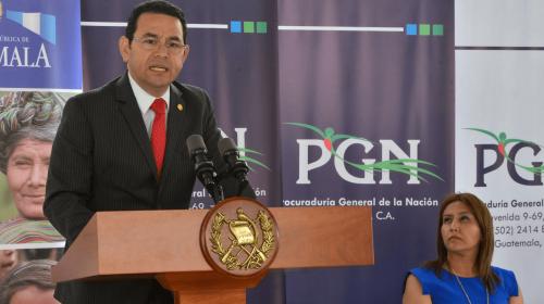 MP presenta nuevo antejuicio contra Jimmy Morales por sobresueldo