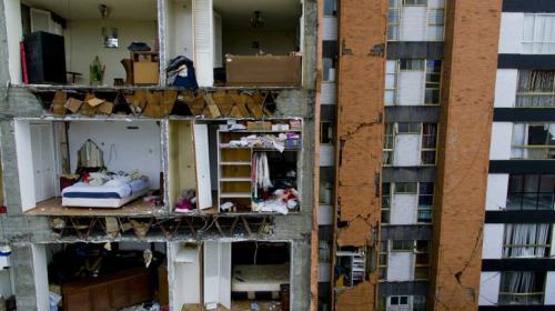 Videos muestran el colapso de un edificio durante terremoto en México