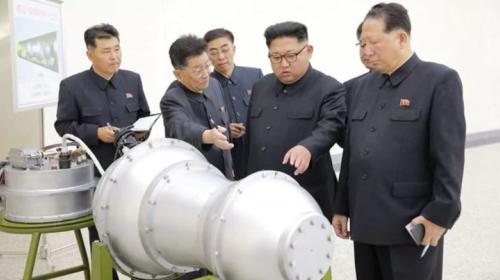 Así fue la infancia del dictador que quiere bombardear al mundo