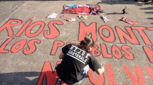 Realizan manifestación tras la muerte de José Efraín Ríos Montt