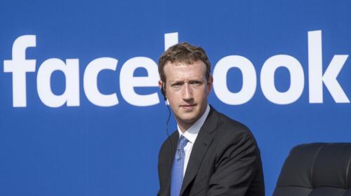Uno de los mayores accionistas de Facebook pide renuncia de Zuckerberg