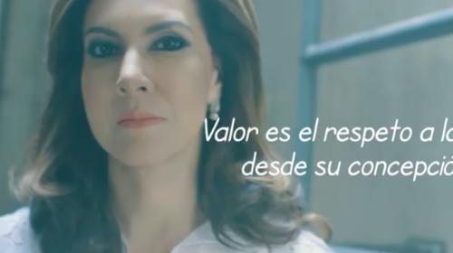 A tres días de la muerte de su padre, Zury Ríos lanza spot partidista