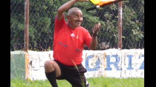 """El video del árbitro """"malabares"""" de Cotzumalguapa se hace viral"""