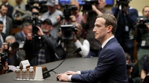 La pregunta que ridiculizó a Mark Zuckerberg y que lo dejó sin habla