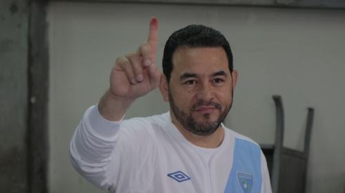 """Jimmy Morales celebra el triunfo del """"Sí"""" y asegura estar conmovido"""