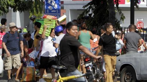 Nicaragua: entre disturbios, devuelven artículos saqueados de comercio