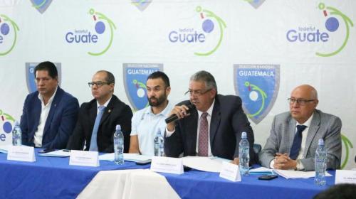 Jorge Véliz y compañía renuncian, pero no dejarán el cargo aún