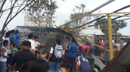 Un muerto y varios heridos tras explosión en cohetería en Villa Nueva