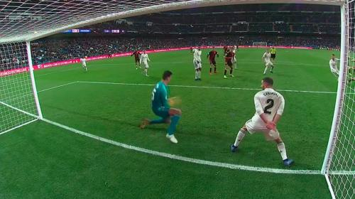 La tremenda doble atajada de Courtois que salvó al Real Madrid