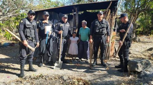 El hermoso regalo que los agentes de la PNC dieron en Jutiapa