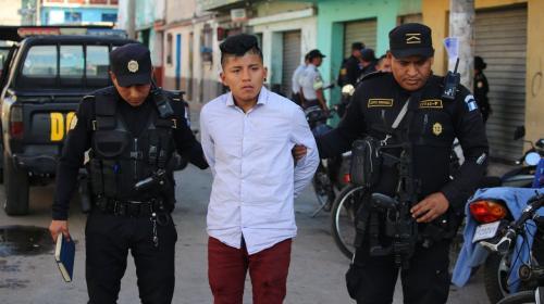 """Detienen a marero apodado """"El Pocho"""" y evitan tragedia en la zona 6"""