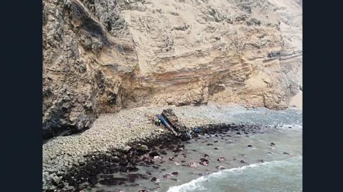 Bus cae en un abismo en Perú y contabilizan al menos 25 muertos