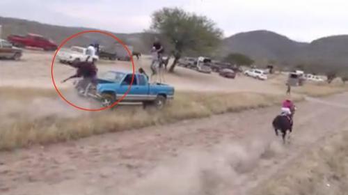 Caballo pierde el control durante una carrera y casi provoca tragedia