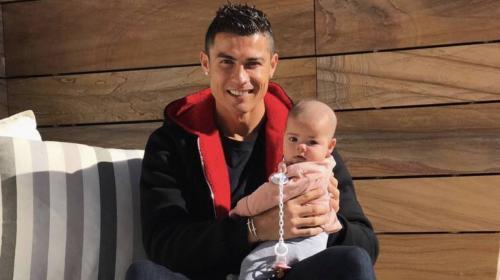 Como dos gotas de agua, el parecido de CR7 y su hija Alana Martina