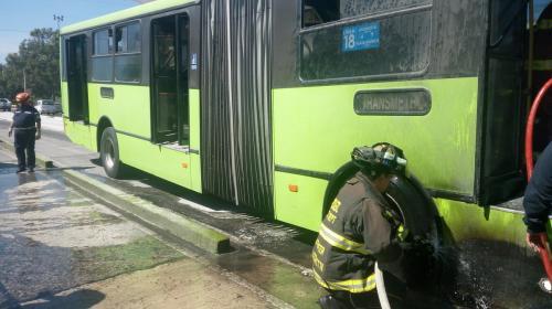 Unidad del Transmetro se incendia en la Avenida Bolivar