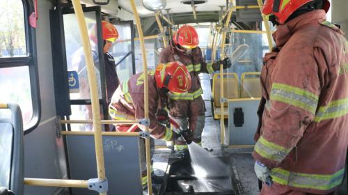 Esta fue la causa del incendio dentro de un Transmetro en la Bolívar