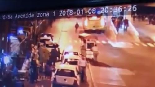Identifican al hombre que se lanzó bajo las llantas de un Transmetro