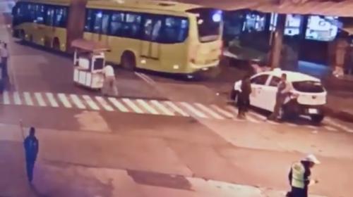 Hombre muere tras lanzarse bajo las llantas de un Transmetro en zona 1
