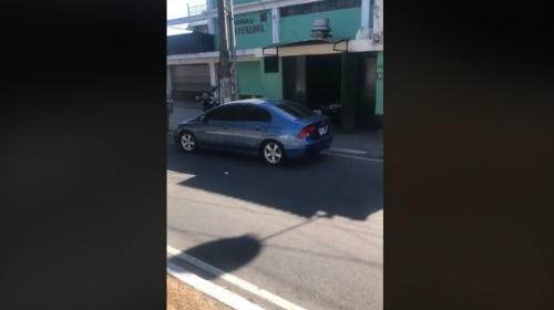 Vehículo abandonado en el Periférico desconcertó a vecinos