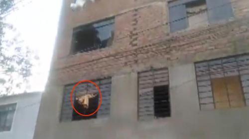 Mujer lanza a su bebé por la ventana para salvarlo de un incendio