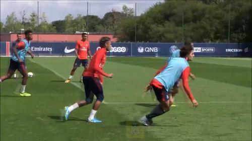 Neymar regala un recital de caños en el entrenamiento del PSG