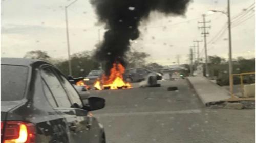Bloqueos de carreteras y enfrentamientos tras muerte de narco mexicano