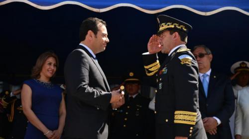 """Ejército le da la espalda a exministro: """"Es un oficial en retiro"""""""