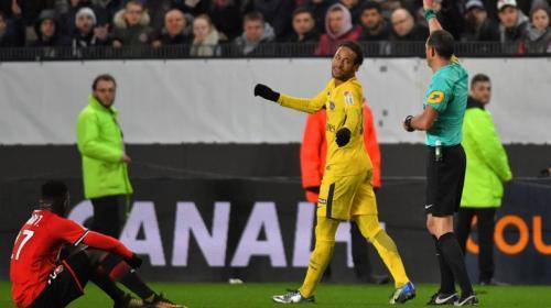 Neymar se burla de un rival en pleno partido y las redes explotan
