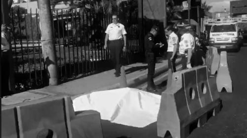 Una mujer muere en la calzada Roosevelt luego de caer de un bus