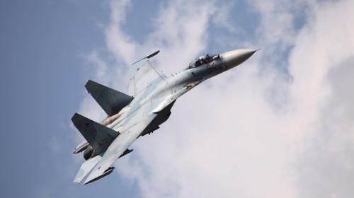 #VIDEO Avión ruso de combate casi choca contra avión de EE. UU.