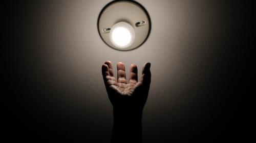 """¿Por qué es más cara la """"luz"""" en Guatemala que en otros países?"""