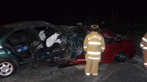 Impresionante accidente deja un fallecido y cuatro heridos