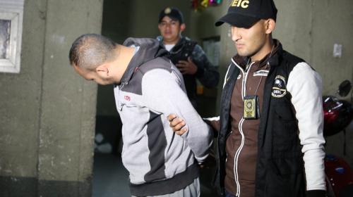 Detienen a hombre que asaltaba a turistas y robaba carros en zona 13