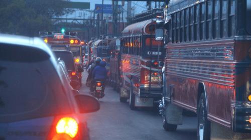 #VivirEnElTráfico Calzada San Juan: entre buses y motos