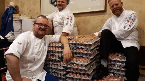 Error de traducción genera envío masivo de huevos a delegación noruega