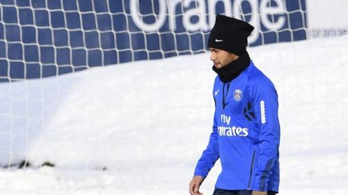 Así desafía Neymar las bajas temperaturas en París