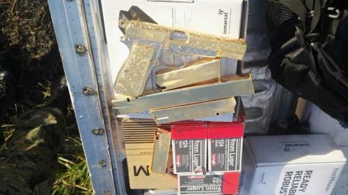La pistola de oro del coronel del Ejército a quien arrestaron en Petén