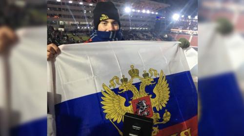 La imagen de un espectador de EE.UU. con la bandera rusa se hizo viral