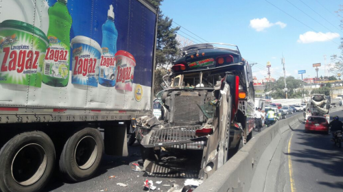 Accidente complica la movilidad en la ruta al Pacífico