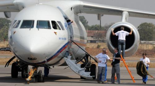 Un avión de pasajeros se estrella en las afueras de Moscú