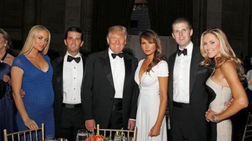 Hospitalizan a familiar de Donald Trump tras abrir paquete sospechoso