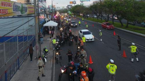 PNC inspecciona más de 1 mil 200 motocicletas en la calzada Roosevelt