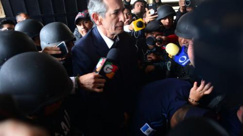 Álvaro Colom defendió en tribunales la creación del Transurbano