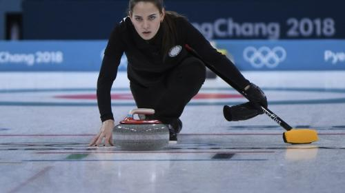 """Conoce a la bella atleta conocida como """"la doble"""" de Angelina Jolie"""