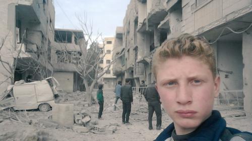 Joven de 15 años se convierte en youtuber de guerra en Siria