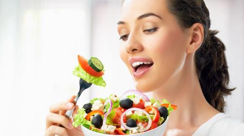 Los siete alimentos que te ayudarán a deshacerte de la flacidez