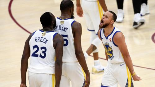 Stephen Curry y los Warriors barren a los Cavaliers y a LeBron James