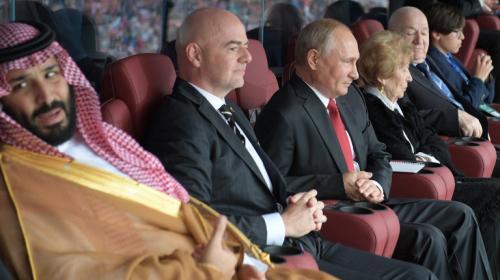 Los divertidos gestos entre Putin y el príncipe de Arabia Saudí